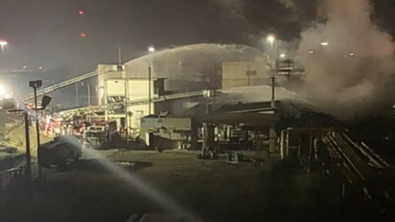 Siete lesionados, saldo de incendio en refinería de Pemex en Minatitlán