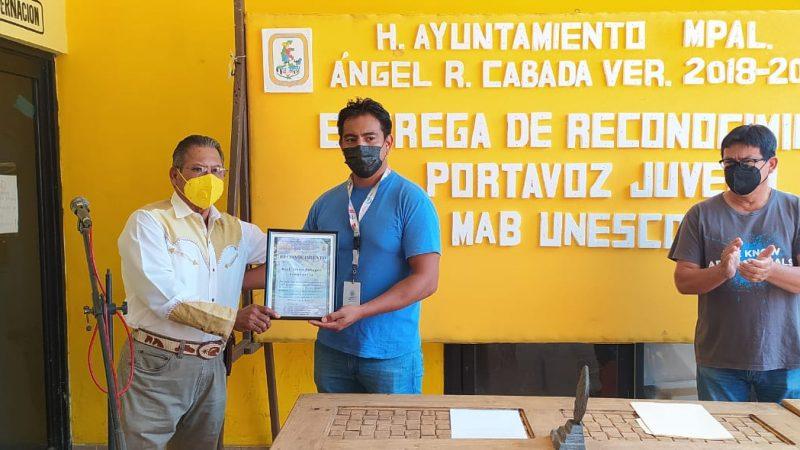 En Cabada, dan reconocimiento a biólogo Obed Palagot por ser seleccionado por la UNESCO