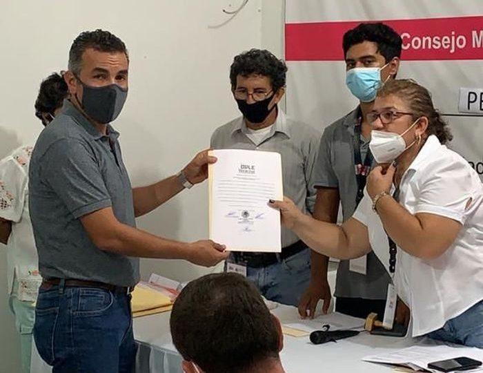 Entregan constancia de mayoría como Presidente Electo de Lerdo de Tejada a Fabián Cárdenas Sosa
