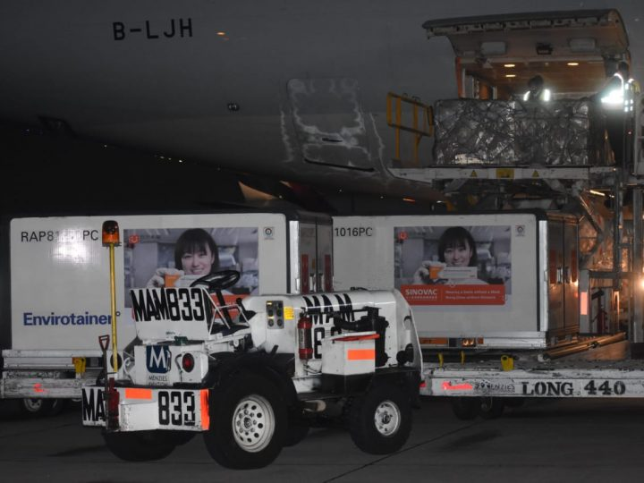 Llega a México un millón de vacunas envasadas Sinovac contra COVID-19