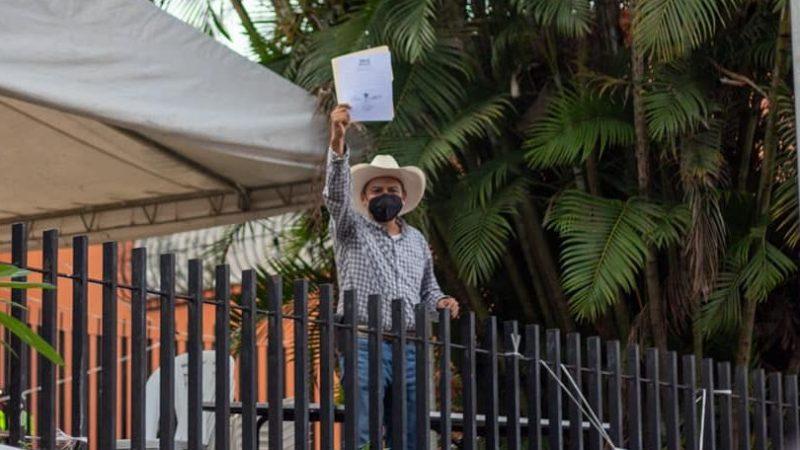 Tras arrasar en elecciones, Juan Rosario recibe constancia de acreditación del OPLE
