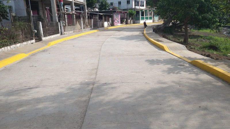 Pavimentan calle Benito Juárez de la localidad de Maxacapan, en Catemaco